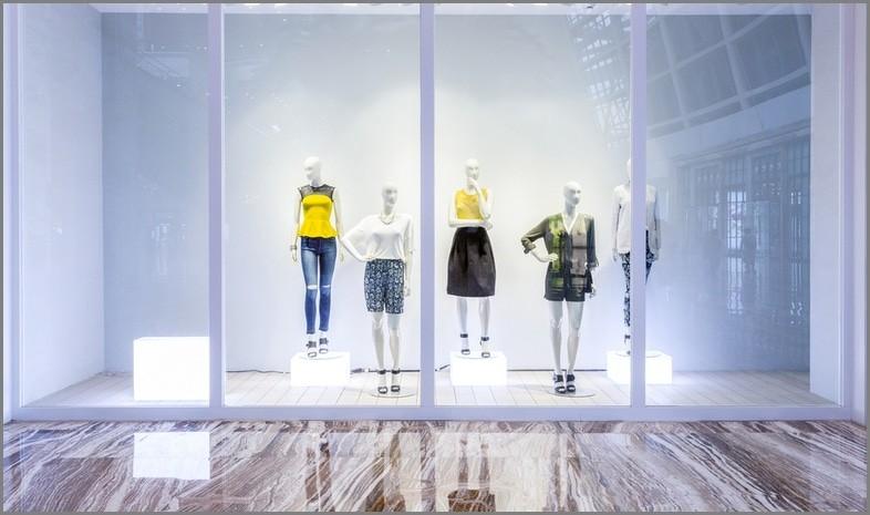 манекены витрина магазин одежда