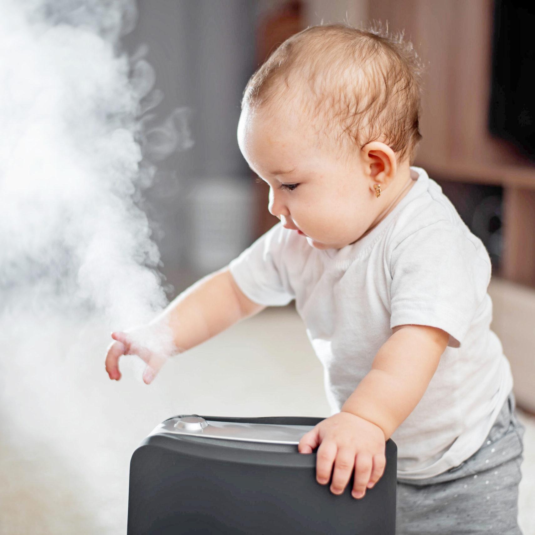 Как спасти маленького ребенка от жары в квартире